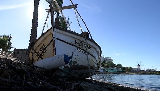 Retiren+vaixells+embarrancats+pels+darrers+temporals+a+la+badia+de+Portmany