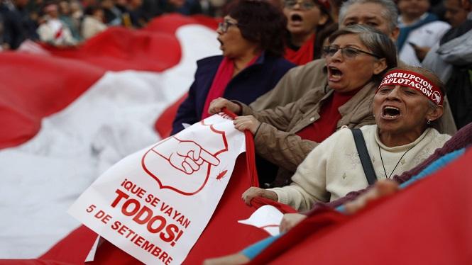 Nit+de+protestes+al+Per%C3%BA