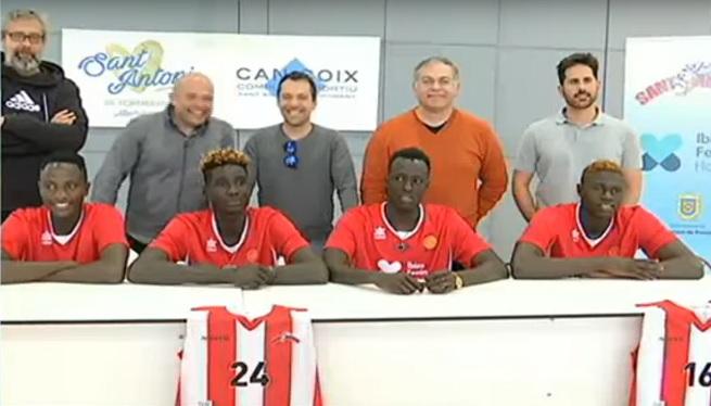 El+club+de+b%C3%A0squet+de+Sant+Antoni+beca+a+quatre+al%C2%B7lots+de+Senegal