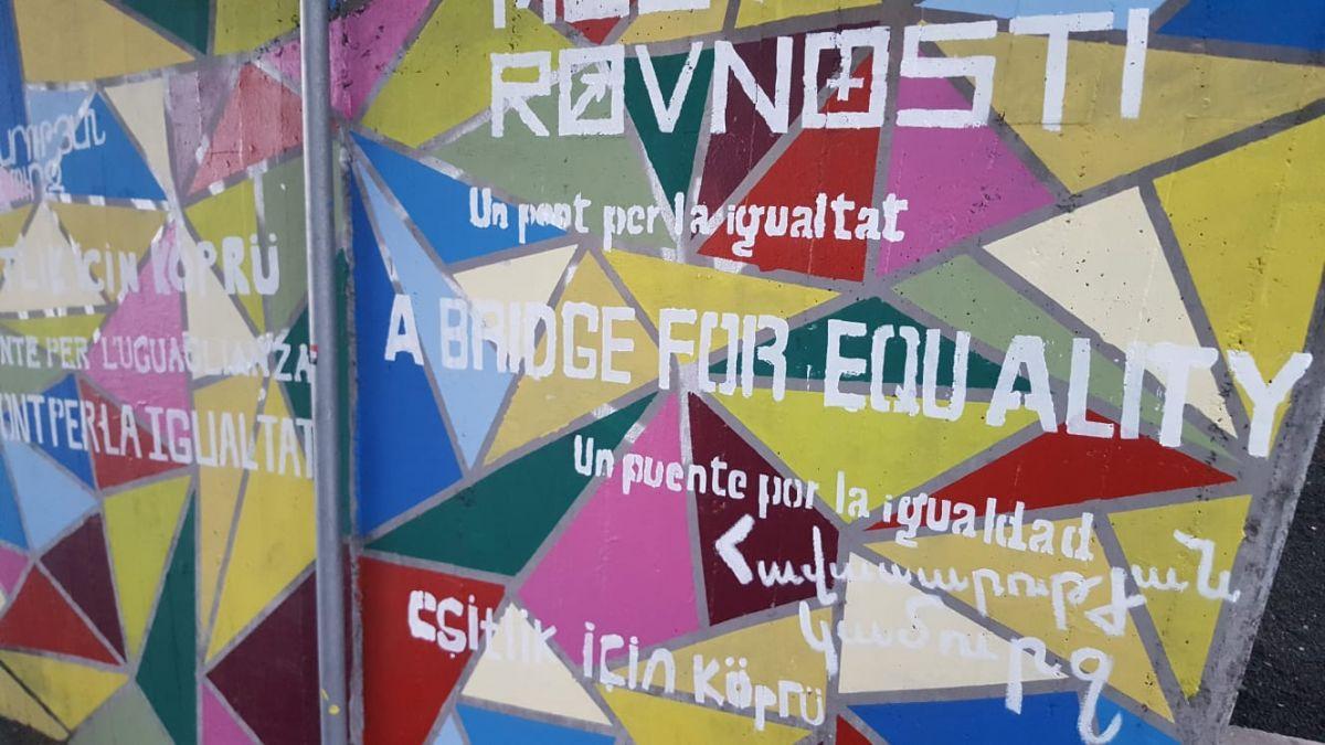 36+joves+pinten+un+mural+a+Palma+per+reclamar+la+igualtat+de+g%C3%A8nere