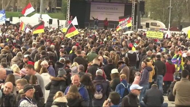 Negacionistes+alemanys+surten+al+carrer+contra+les+restriccions+per+la+covid-19