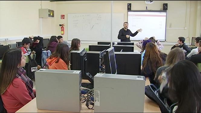 Un+professor+de+Llengua+i+Literatura+Catalana+fa+servir+la+versi%C3%B3+d%E2%80%99IB3+d%E2%80%9DAmor+de+Cans%E2%80%99+per+incentivar+la+lectura+a+classe