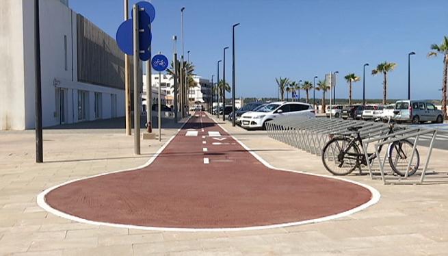El+nou+carril+bici+de+Formentera+connecta+el+port+de+la+Savina+amb+la+platja+d%27Illetes