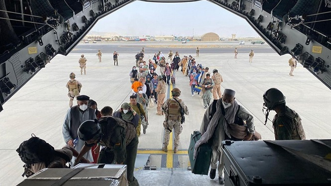 L%26apos%3Bavi%C3%B3+militar+enviat+a+Kabul+torna+a+Espanya+amb+el+primer+grup+d%26apos%3Bevacuats