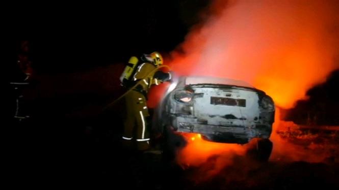 Un+cotxe+s%27incendia+a+Sant+Jordi+despr%C3%A9s+d%27un+accident+despr%C3%A9s+del+qual+el+conductor+va+fugir