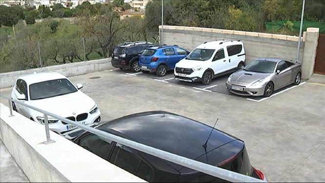 La+dif%C3%ADcil+tasca+de+trobar+aparcament+a+Campanet
