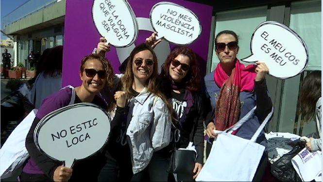 Piquets+informatius+recorren+Eivissa+per+informar+sobre+els+actes+del+Dia+de+la+Dona
