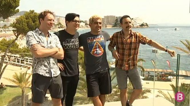 Dios+Salve+a+la+Reina+duen+Queen+a+Port+Adriano