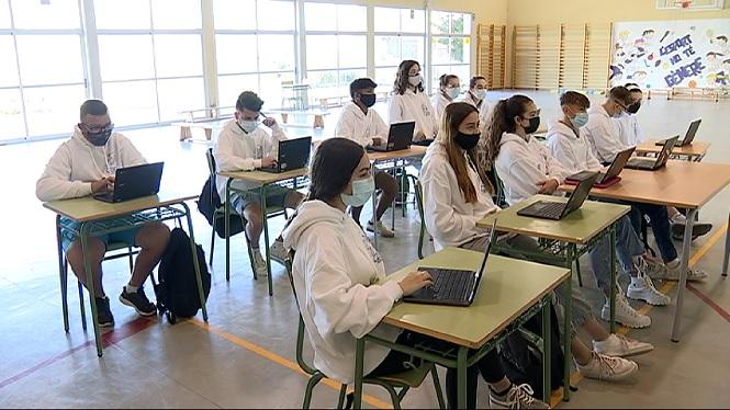 Alumnes+fan+de+tutors+per+mostrar+els+perills+d%27internet