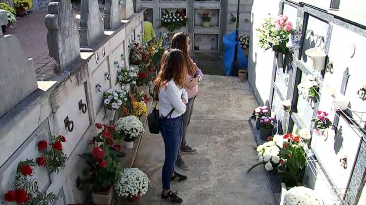 Els+cementiris+de+Mallorca+s%27omplen+de+flors+per+Tots+Sants