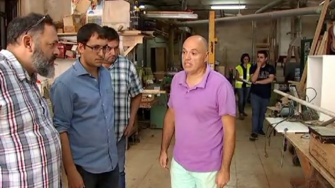 L%27ajuda+dels+voluntaris%2C+electricistes+i+lampistes+per+reconstruir+Sant+Lloren%C3%A7