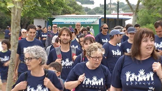 Un+centenar+de+caminants+per+la+integraci%C3%B3+total+de+les+persones+sordes