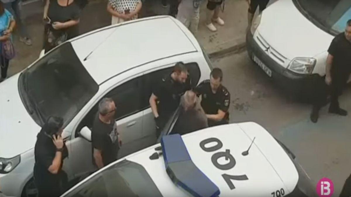 Detingut+un+home+despr%C3%A9s+d%27atracar+una+oficina+d%27Eivissa+armat+amb+una+pistola