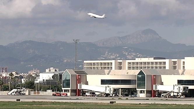El+mal+temps+a+Palma+obliga+a+desviar+vint-i-dos+vols+de+Son+Sant+Joan+cap+a+altres+aeroports