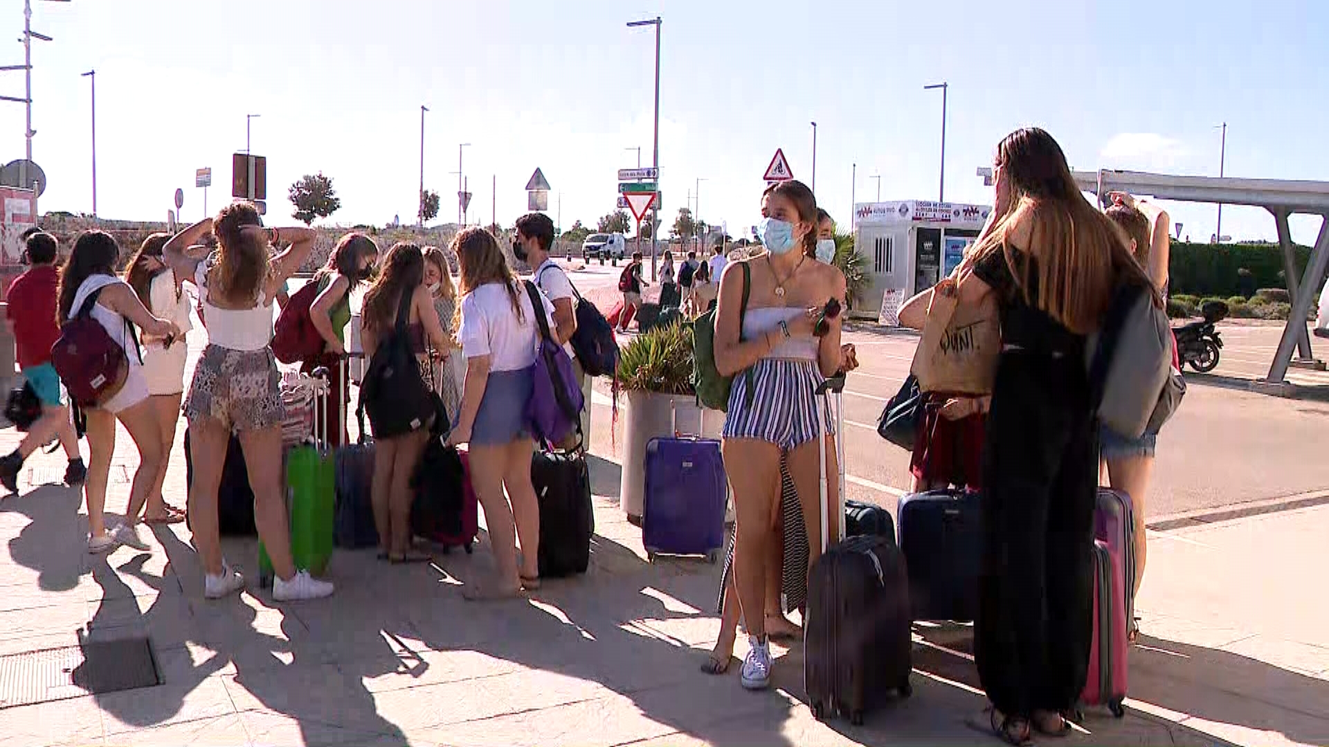 Sant+Joan+2021+a+Ciutadella%3A+festes+suspeses%2C+per%C3%B2+amb+m%C3%A9s+de+100+policies+i+6.000+passatgers+diaris+al+port