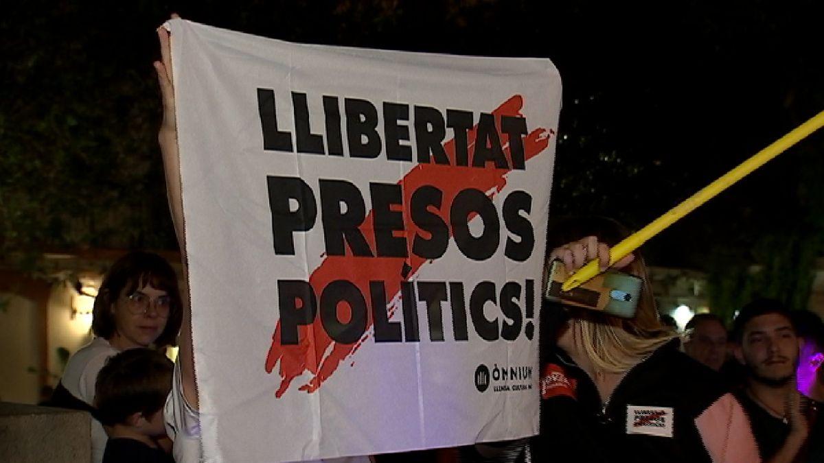 150+persones+es+manifesten+contra+la+sent%C3%A8ncia+del+Proc%C3%A9s+a+Eivissa