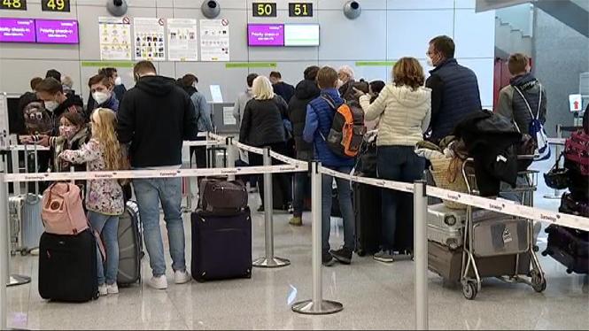 Gran+flux+de+viatgers+a+l%26apos%3Baeroport+de+Son+Sant+Joan