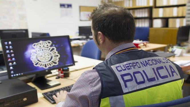 La+Policia+Nacional+adverteix+dels+perills+de+publicar+fotografies+a+Internet