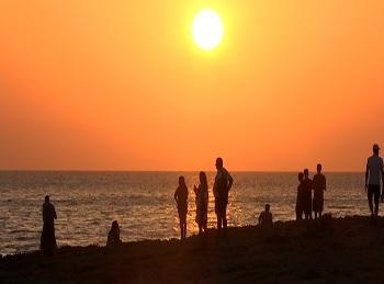 Escassa+aflu%C3%A8ncia+de+turistes+per+veure+la+posta+de+sol+de+Sant+Antoni