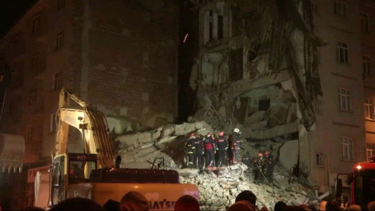 Almanco+22+persones+mortes+a+un+terratr%C3%A8mol+a+Turquia