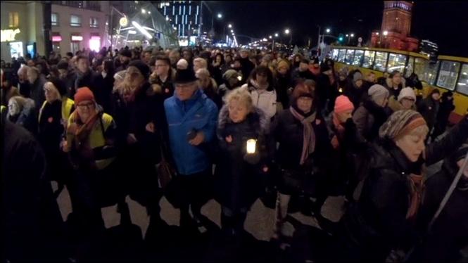 Milers+de+polonesos+surten+al+carrer+per+recordar+el+batle+assassinat