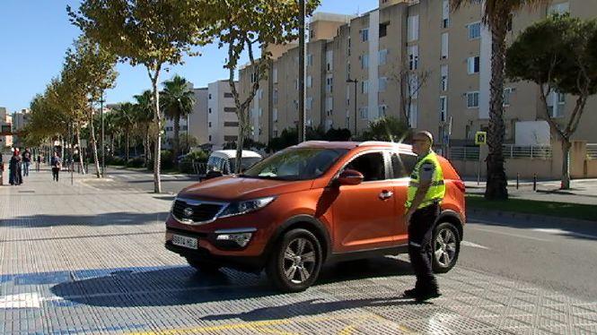 Dos+vigilants+informen+els+conductors+que+els+aparcaments+de+l%27hospital+s%C3%B3n+nom%C3%A9s+per+als+pacients