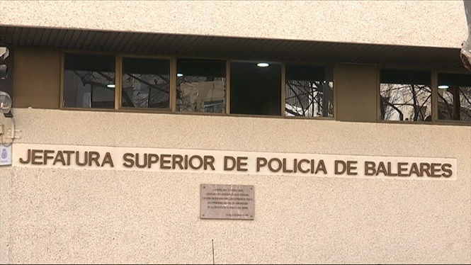 Declaren+davant+la+Policia+Nacional+els+5+detinguts+que+han+arribat+a+s%27Estanyol+en+pastera