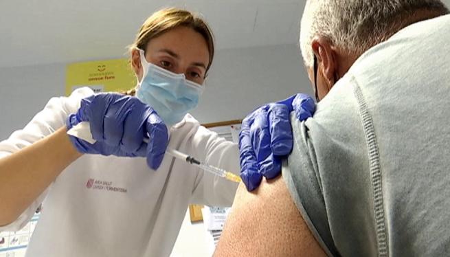 Formentera+vacuna+a+les+persones+del+grup+7