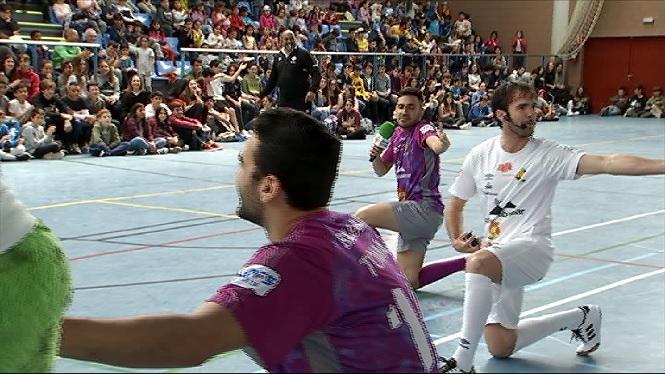 Els+jugadors+del+Palma+Futsal+s%27atreveixen+amb+un+show+musical