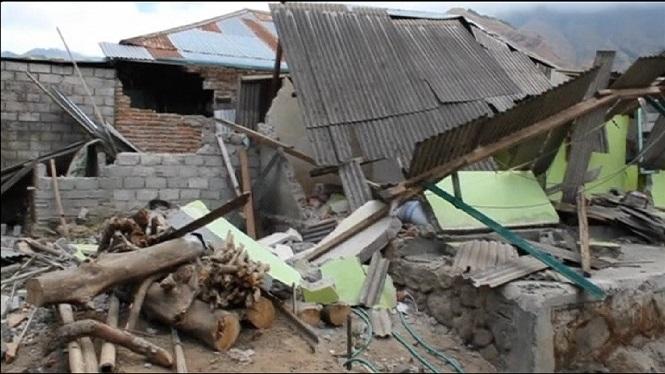 Almenys+14+morts+a+causa+d%27un+terratr%C3%A8mol+a+Indon%C3%A8sia