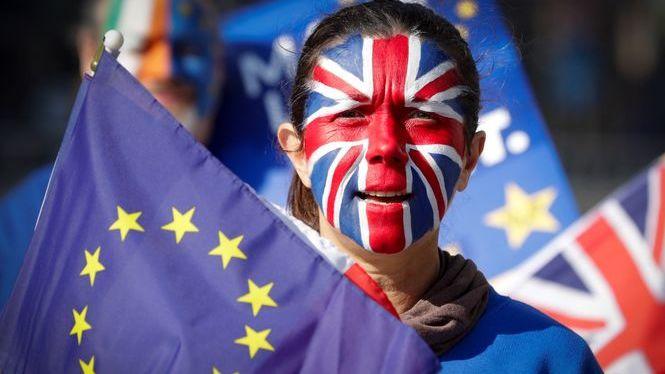 Brussel%C2%B7les+marca+el+22+de+maig+com+a+data+d%27un+Brexit+acordat
