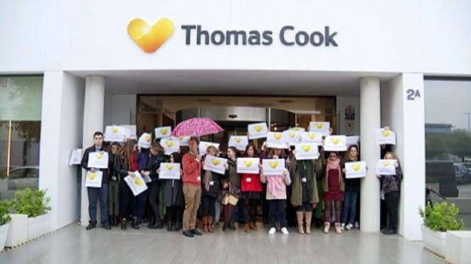 Els+treballadors+de+Thomas+Cook+asseguren+que+l%27empresa+es+nega+a+atorgar-los+permisos+retribu%C3%AFts