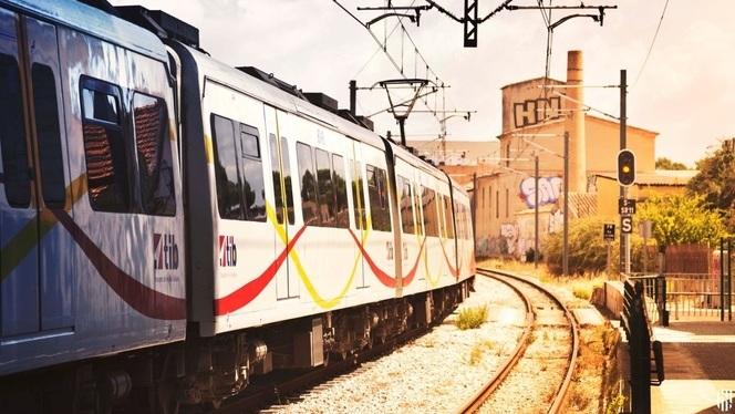 Un+tren+atropella+una+nina+de+15+anys+que+creuava+el+pas+de+nivell+de+Santa+Maria+amb+bicicleta