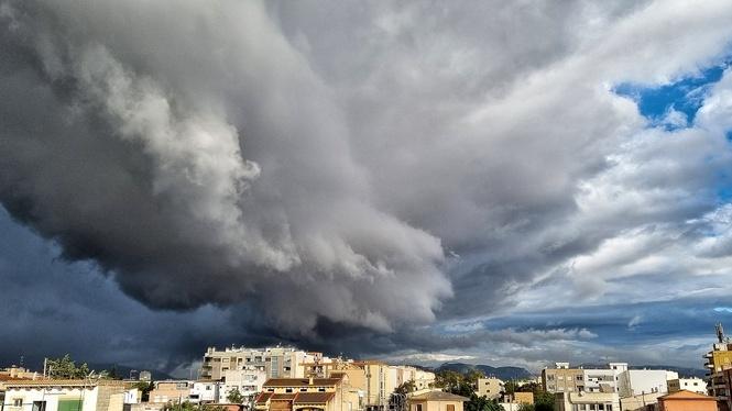 Tempestes+i+temporal+de+mar+a+les+Illes%3A+m%C3%A9s+de+60+litres+a+la+serra+de+Tramuntana+i+vents+de+100km%2Fh