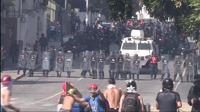 16+morts+en+enfrontaments+entre+policia+i+manifestants+a+Vene%C3%A7uela