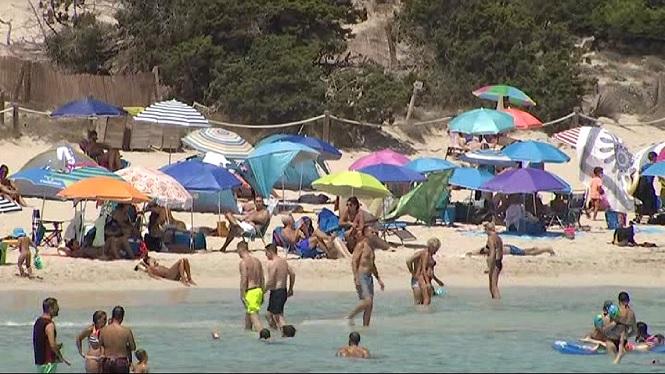 Cala+Agulla+t%C3%A9+enguany+un+turisme+m%C3%A9s+familiar
