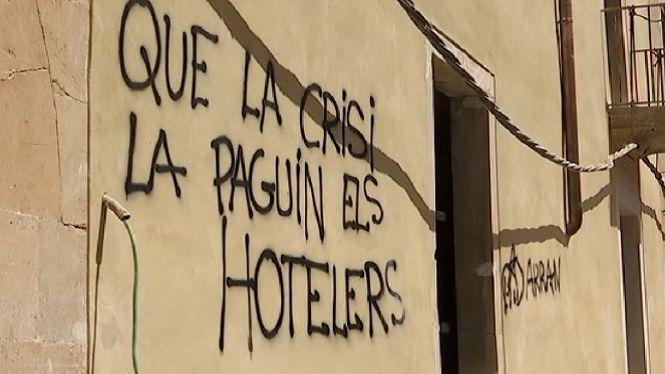 Santany%C3%AD+es+desperta+amb+pintades+contra+el+turisme