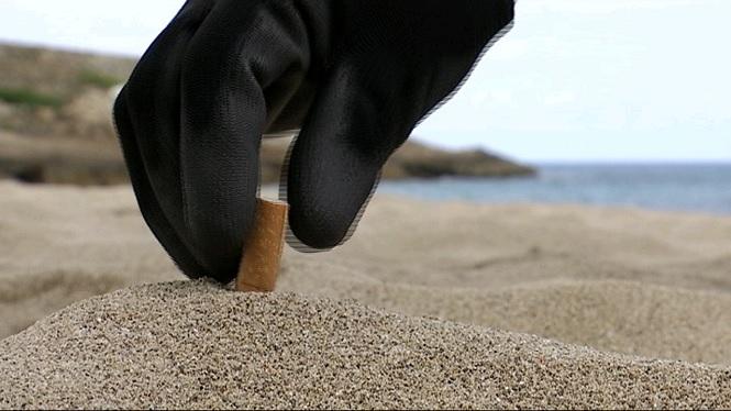 Recullen+m%C3%A9s+de+214kg+de+pl%C3%A0stics+i+residus+a+les+platges+artanenques+de+Cala+Torta+i+Cala+Mitjana