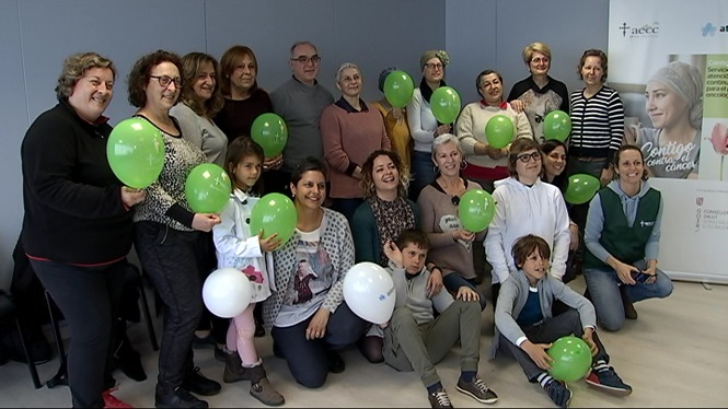 24+persones+al+taller+de+risoter%C3%A0pia+d%27AECC+i+Atenzia