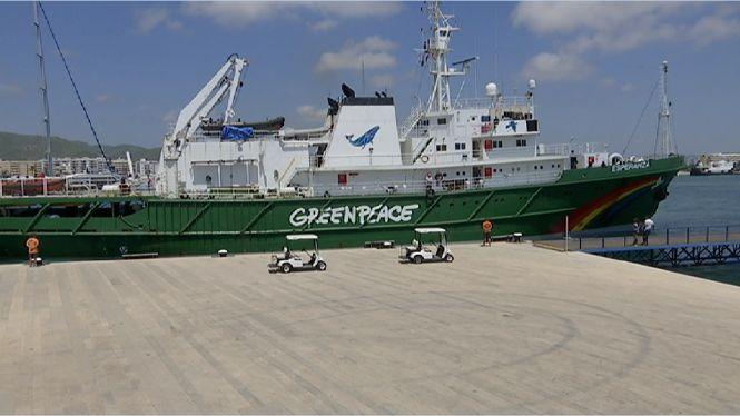El+vaixell+Esperanza+de+Greenpeace+vigila+a+Eivissa+les+amenaces+de+la+posid%C3%B2nia