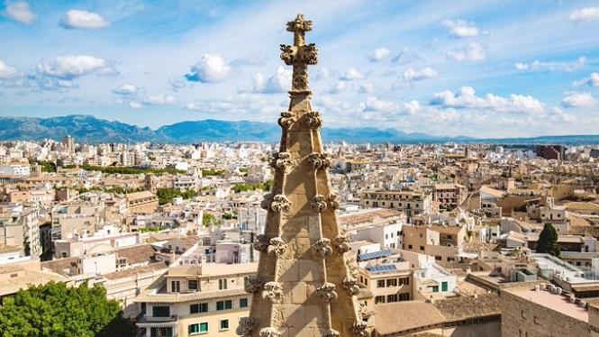 Gaudir+les+vistes+de+les+terrasses+de+la+Seu%2C+una+de+les+catedrals+g%C3%B2tiques+m%C3%A9s+altes+d%27Europa