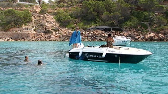 Les+empreses+de+lloguer+de+barques+salven+la+temporada+amb+els+turistes