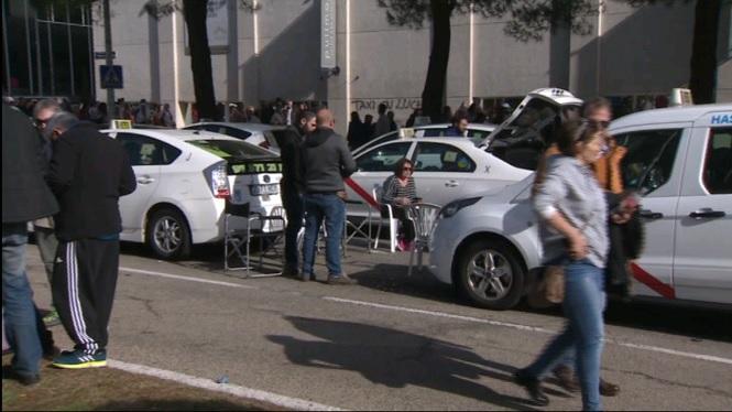 Els+taxistes+de+Madrid+acampen+a+la+Castellana+per+protestar+pels+VTC