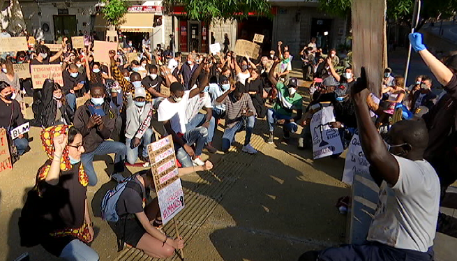 M%C3%A9s+de+200+persones+es+concentren+a+Eivissa+contra+el+racisme