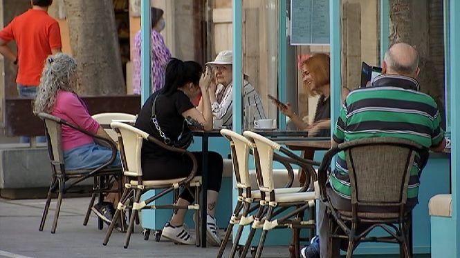 Noves+restriccions%3A+reunions+de+m%C3%A0xim+10+persones+i+prohibit+fumar+al+carrer
