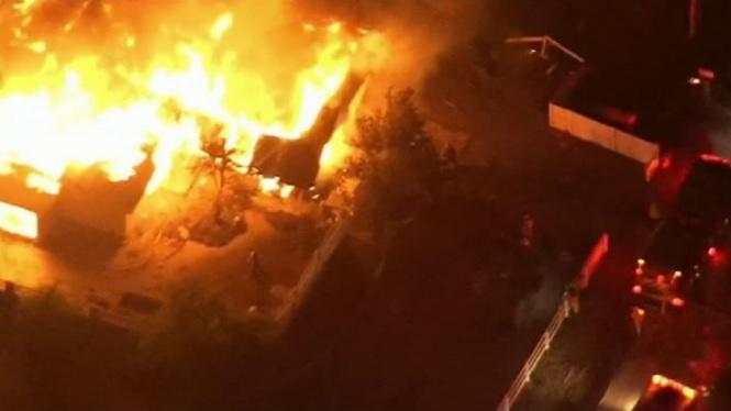 Un+enorme+incendi+obliga+a+desallotjar+milers+de+persones+a+Calif%C3%B2rnia
