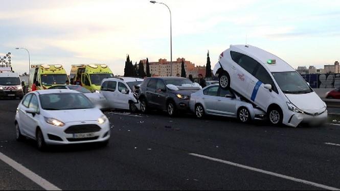Accident+entre+vuit+cotxes+aquest+diumenge+a+la+via+de+cintura+de+Palma