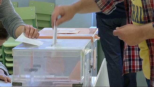Els+candidats+al+Senat+per+les+Piti%C3%BCses+exerceixen+el+seu+dret+a+vot