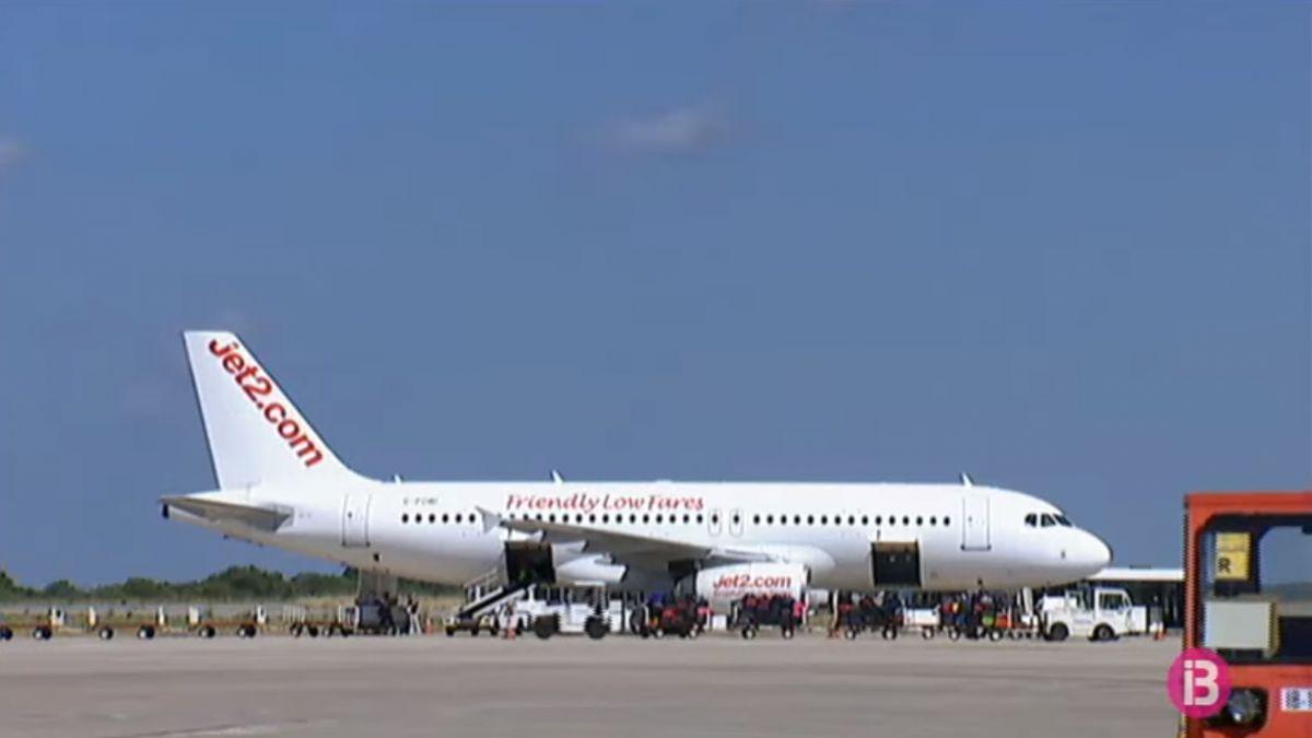 Suport+un%C3%A0nime+del+Consell+de+Menorca+al+servei+p%C3%BAblic+dels+vols+amb+Barcelona