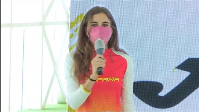 Daniela+Garc%C3%ADa+presenta+les+equipacions+que+vestiran+els+atletes+espanyols+a+T%C3%B2quio